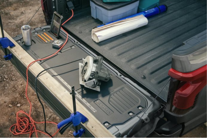 TAILGATE WORK SURFACE